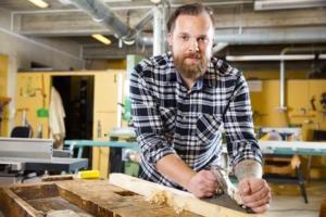 Tischlerein setzen Dickenhobel in großem Stil ein